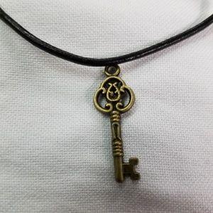 Nwot Key necklace